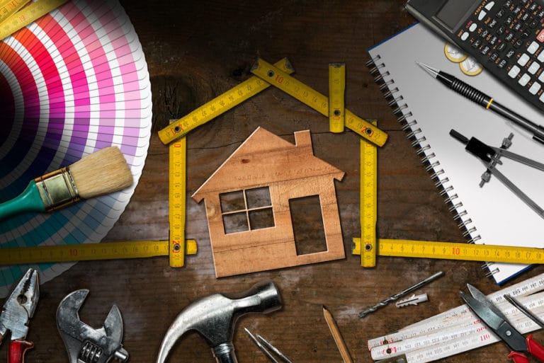 When to Hire a Contractor For Your Home Improvement Projects