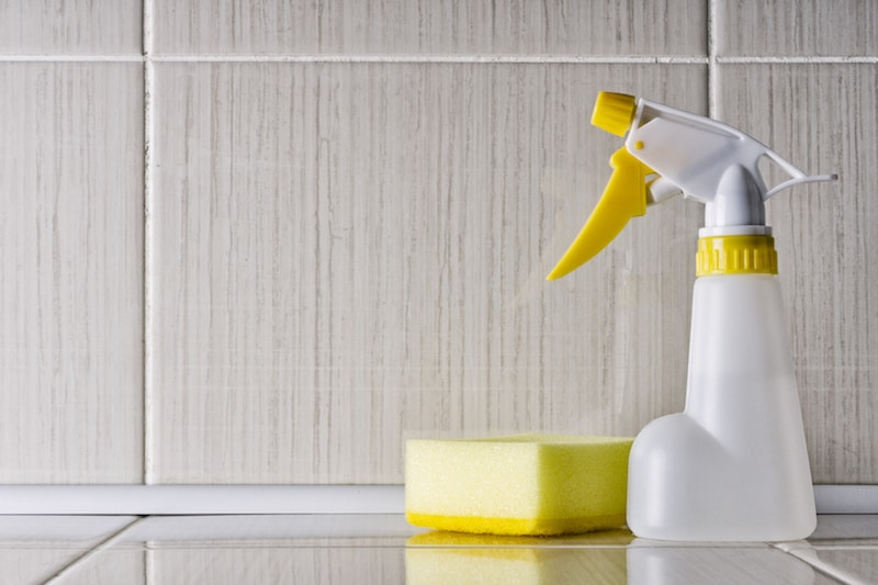 Cleaning spray bottle for a respirator