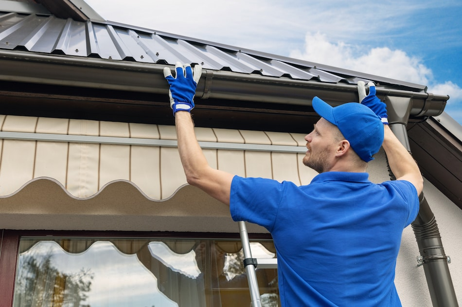 Cutting & Joining Gutters for Your Home